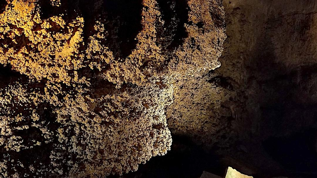 """Cave formations """"popcorn"""""""